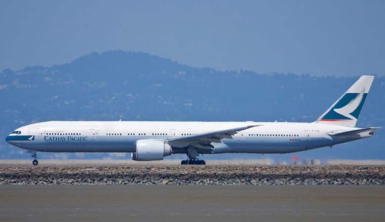 Cathay_Pacific_Boeing_777-300_taking_off_(27068811556)