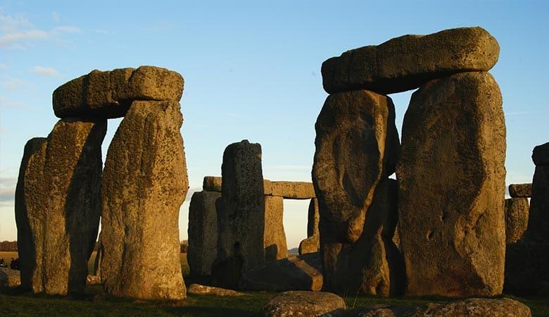 Stonehenge-Sarsen-50-tons